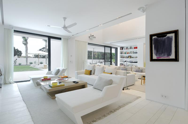 image named The 20 Best White Paints for Home Interiors title