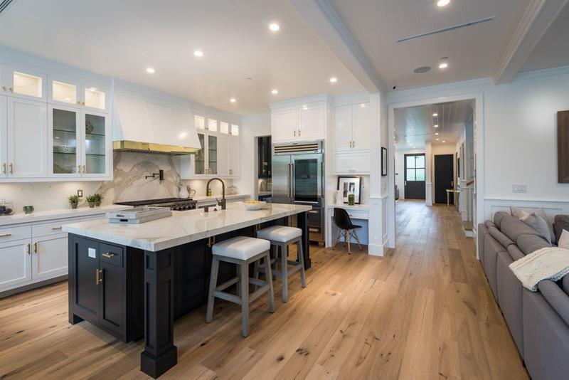 image named 20 Amazing Luxury Kitchen Designs 16