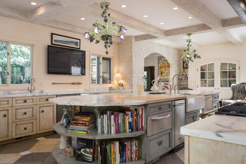 image named 20 Beautiful Traditional Kitchen Designs 14