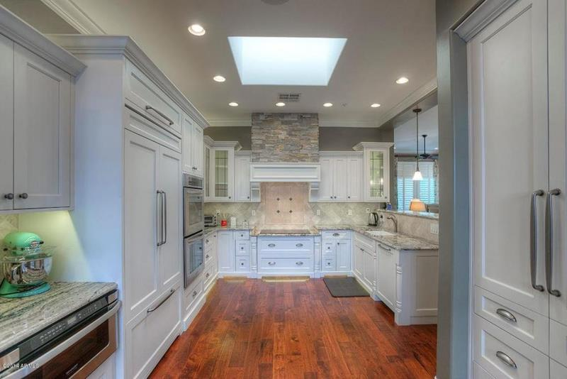 image named 20 Beautiful Traditional Kitchen Designs 19