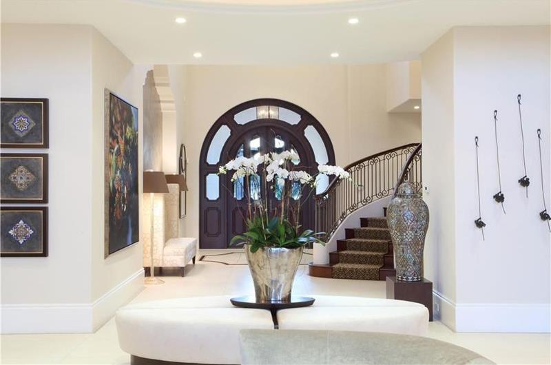 image named 20 Jaw Dropping Foyer Designs 1