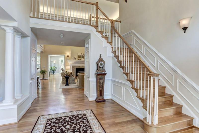 image named 20 Jaw Dropping Foyer Designs 5