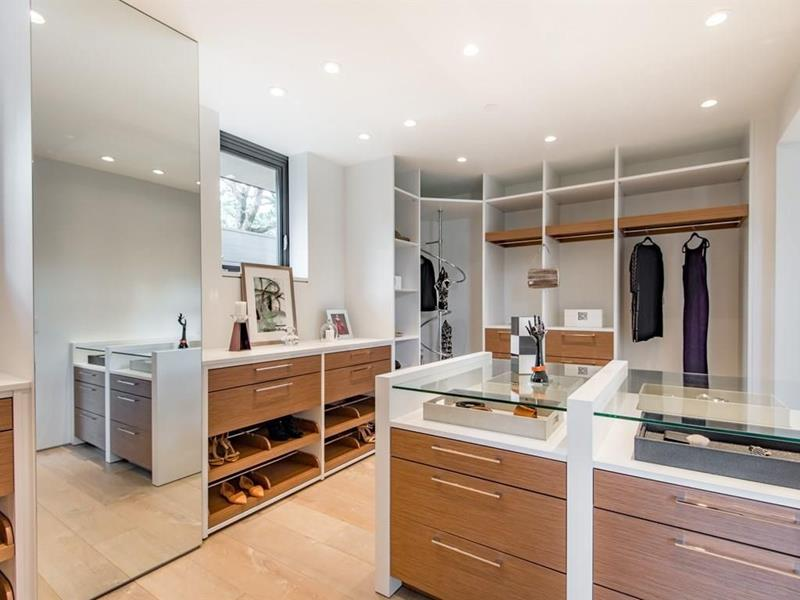 image named 20 Walk In Closets that Will Make Your Jaw Drop 101
