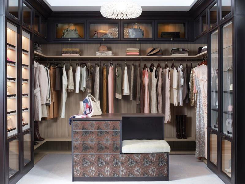 image named 20 Walk In Closets that Will Make Your Jaw Drop 110