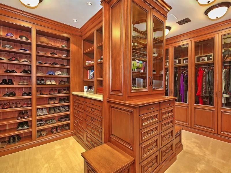 image named 20 Walk In Closets that Will Make Your Jaw Drop 201