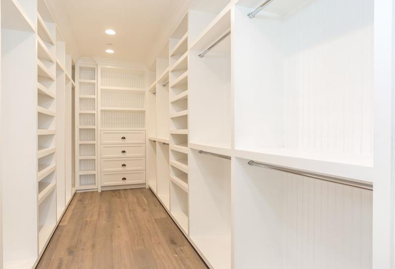 image named 20 Walk In Closets that Will Make Your Jaw Drop 41