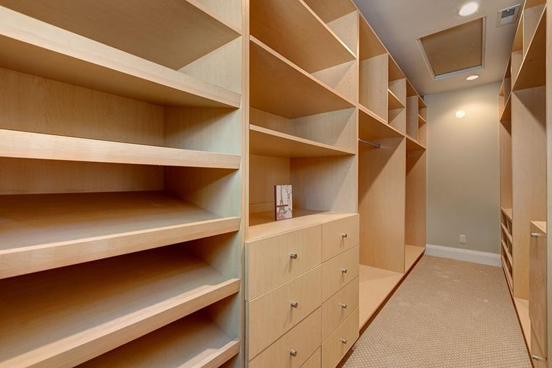 image named 20 Walk In Closets that Will Make Your Jaw Drop 61