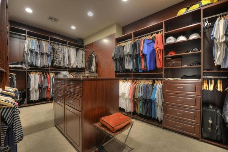 image named 20 Walk In Closets that Will Make Your Jaw Drop 71