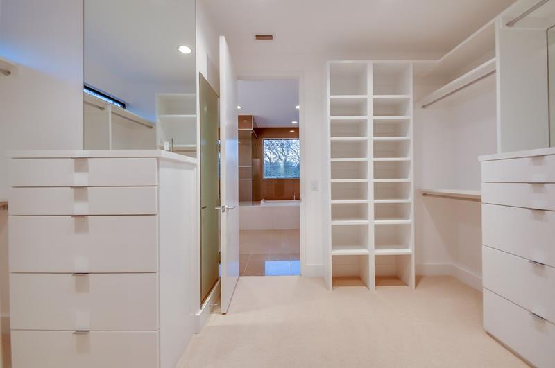 image named 20 Walk In Closets that Will Make Your Jaw Drop 81