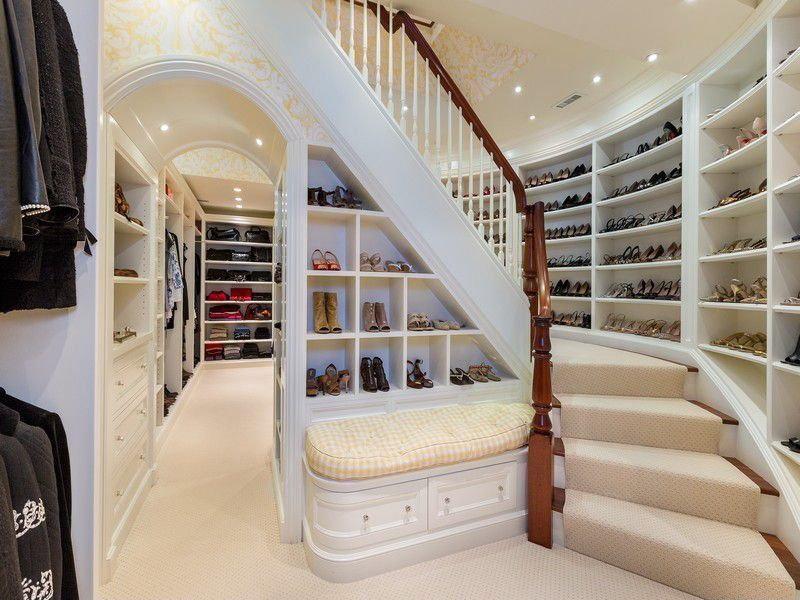 image named 20 Walk In Closets that Will Make Your Jaw Drop 91