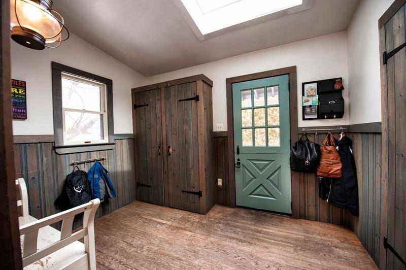 image named 20 Beautiful and Functional Mudroom Designs 3