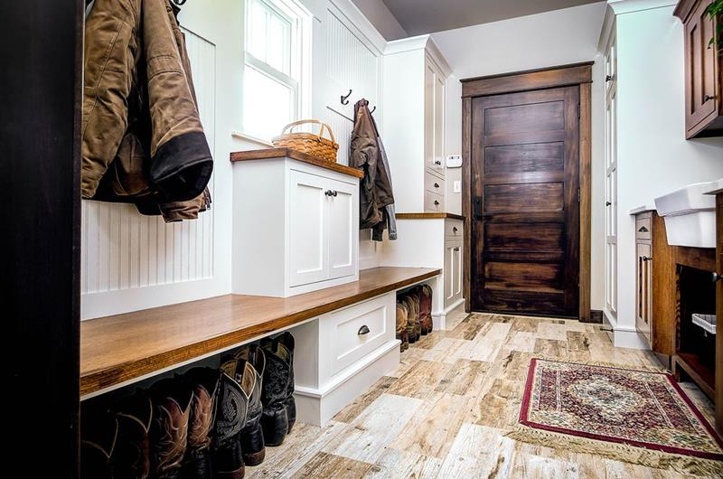 image named 20 Beautiful and Functional Mudroom Designs 4