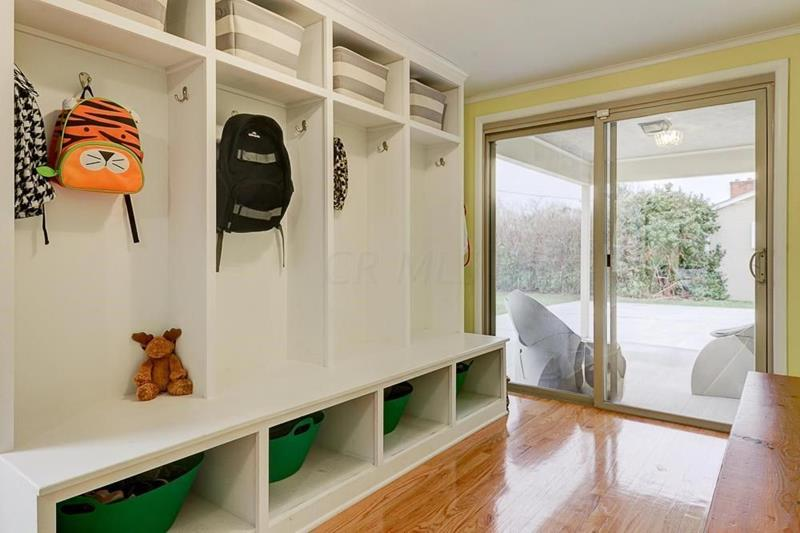 image named 20 Beautiful and Functional Mudroom Designs 5