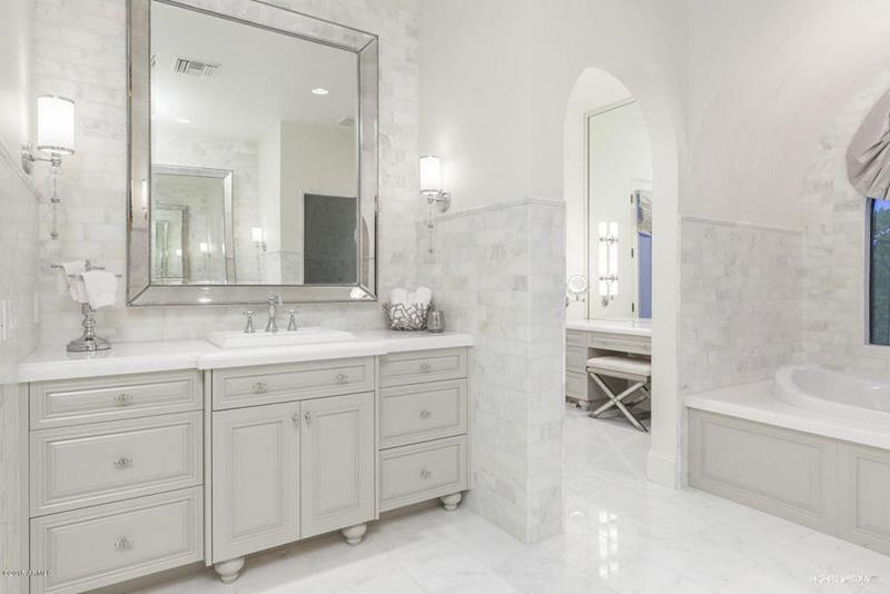 image named 20 Stunning Master Bathroom Design Ideas 14