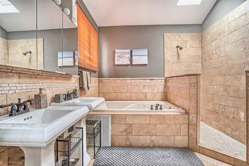 image named 20 Stunning Master Bathroom Design Ideas 3